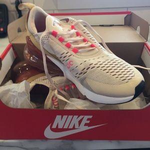 Nike air 270 size 9